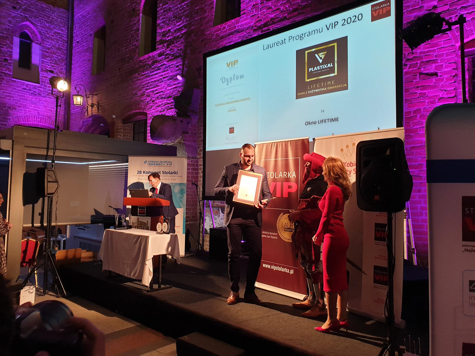 Wręczenie nagrody firmie Plastixal