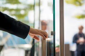 drzwi ze szkła hartowanego