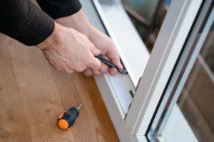 przeglądy i konserwacja okien, okuć i uszczelek w oknach