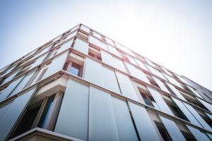 Fasada aluminiowa w budynku mieszkalnym